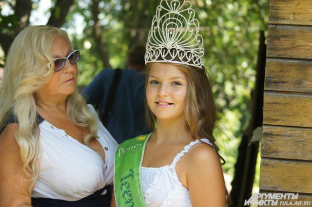 Анастасия Сивова с бабушкой Людмилой Петровной
